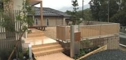 建物と調和したやさしいお庭
